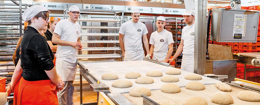 Gnaier Backstube Werk Brot Azubis Ofen Schulung